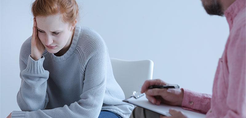Femme problèmes émotionnels psychologue